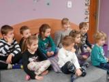 Děti_pozorně_naslouchají